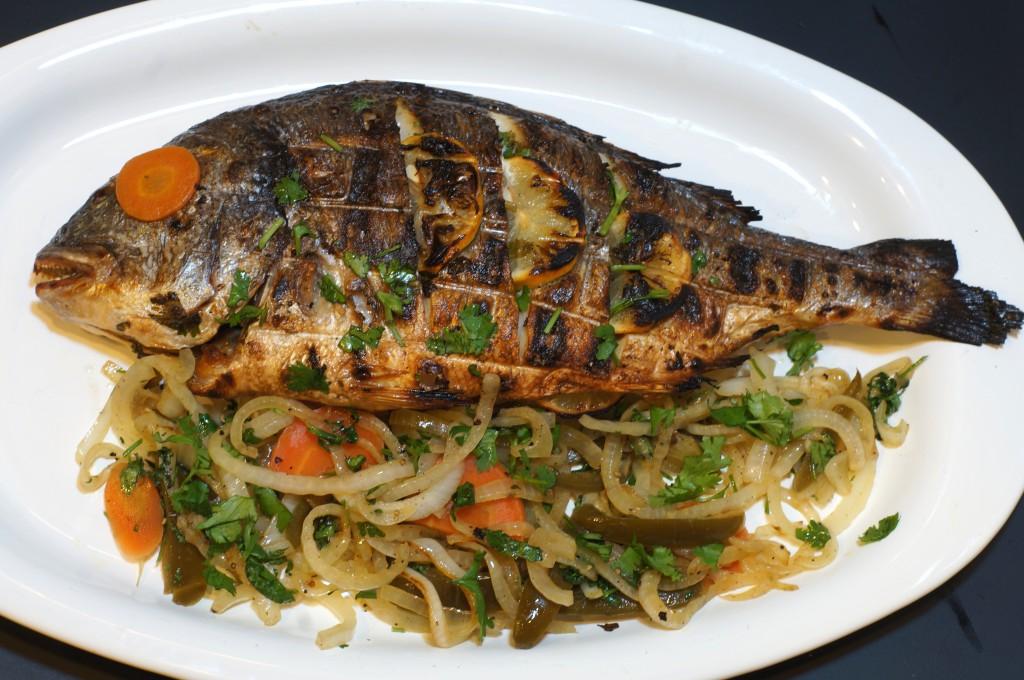 Pescado a la parilla grilled fish cocina california for Fish and grill