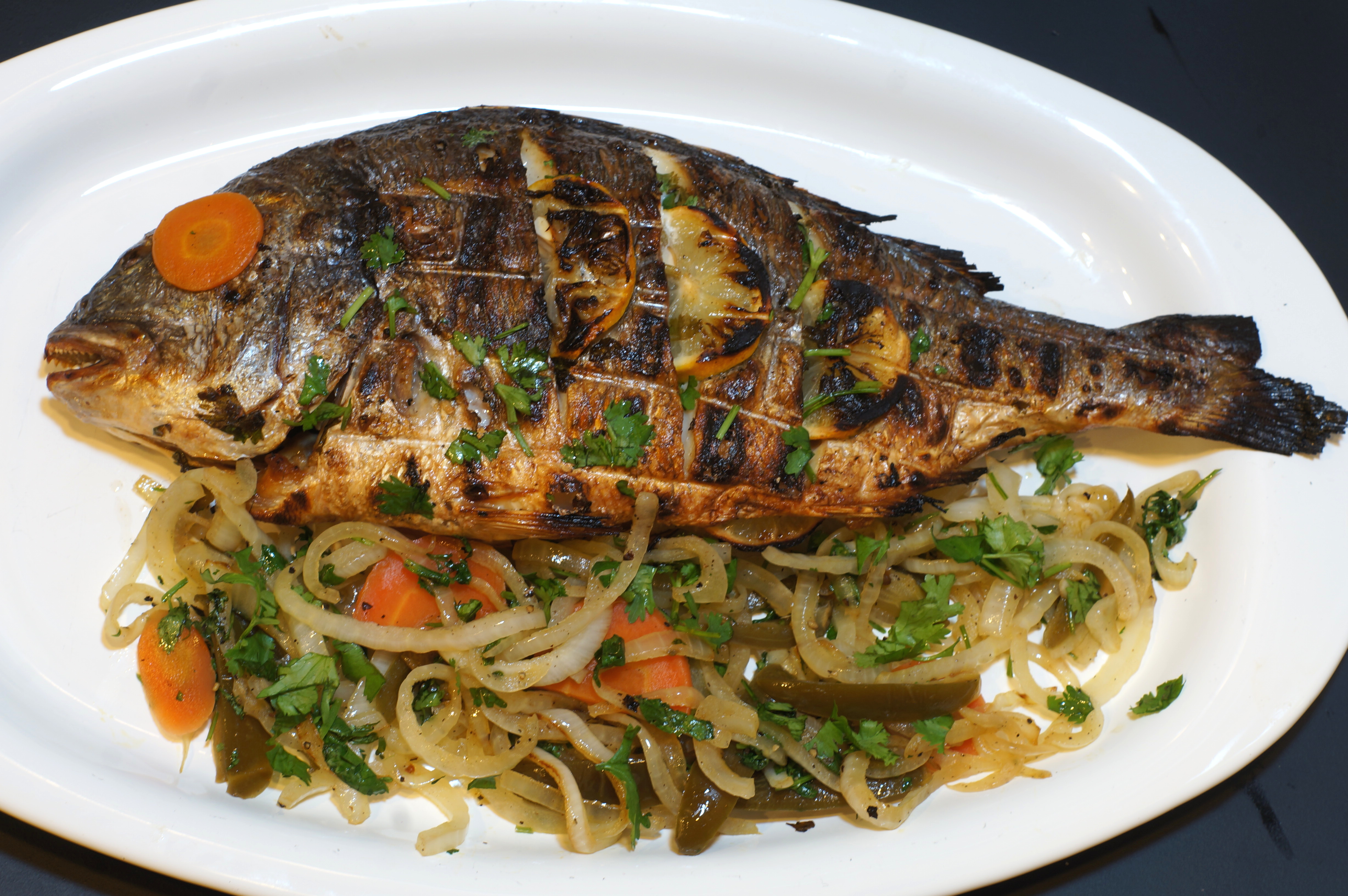 Pescado a la parilla grilled fish cocina california for Bbq fish grill